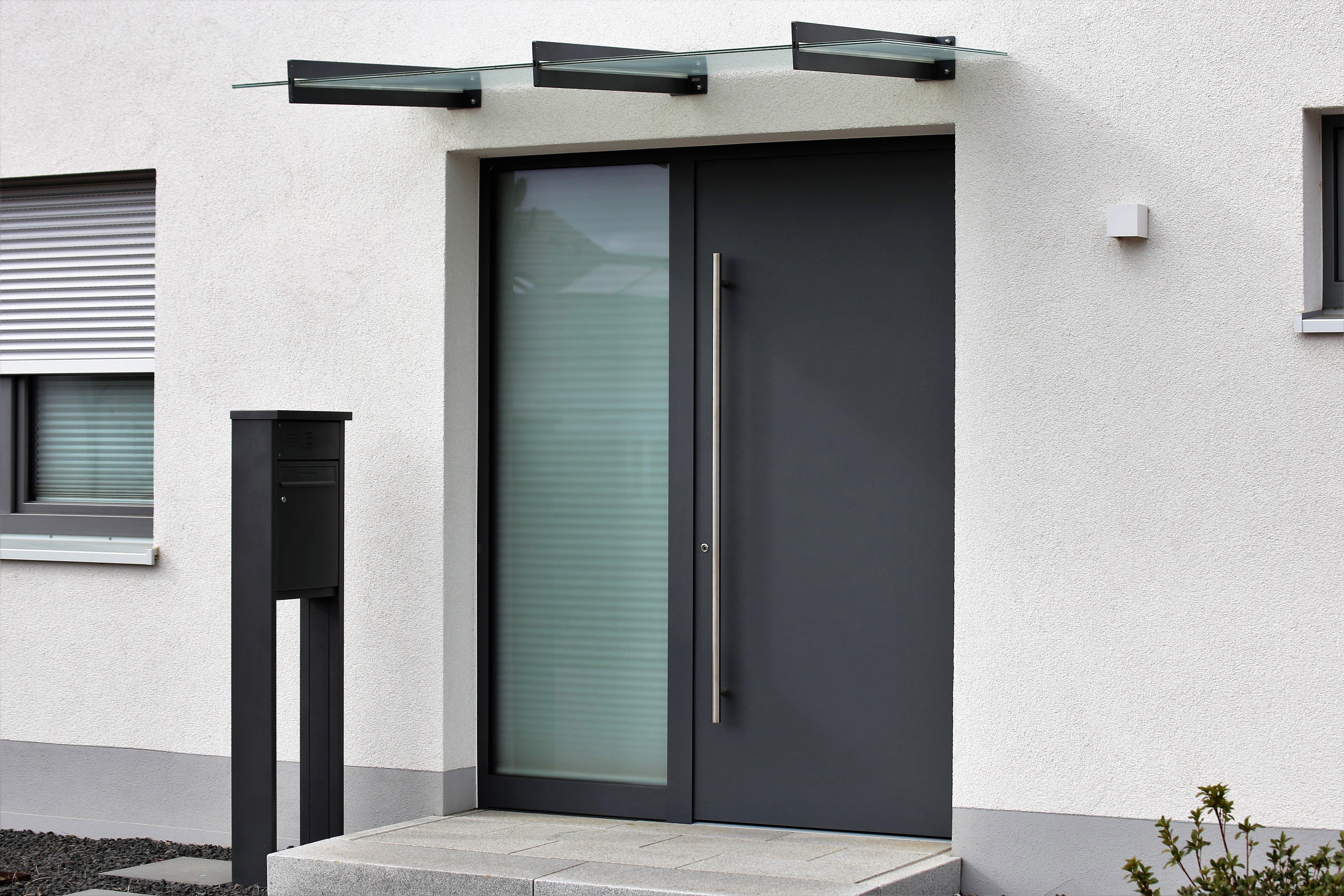 Kombinované vchodové dvere s jednou presklenou časťou
