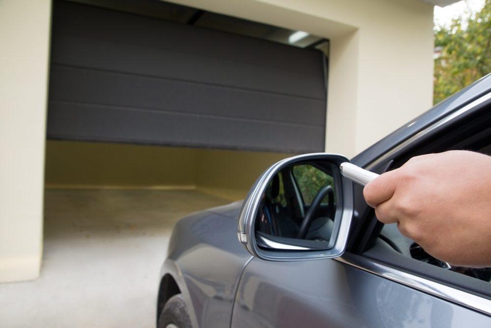 garážová brána na diaľkové ovládanie