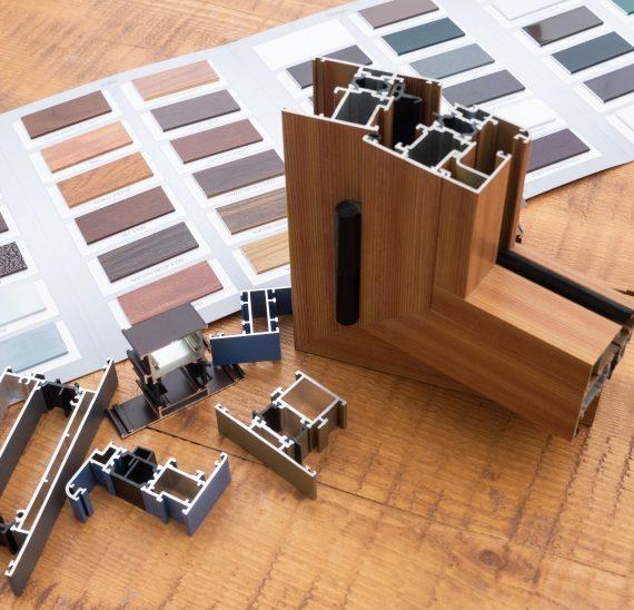 Využite svoju fantáziu pri návrhu farieb na plastové alebo hliníkové okná