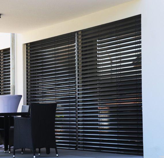 Pre dokonalé tienenie vašich okien si vyberte moderné okenné žalúzie