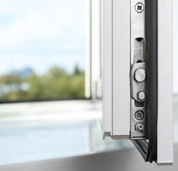 Vsaďte na lepšiu a dôkladnejšiu bezpečnosť vašich okien modernými prvkami