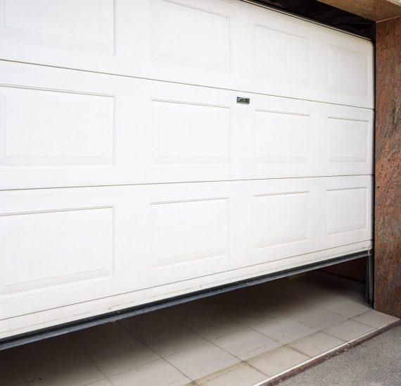 Prečo sú sekčné garážové brány také obľúbené?